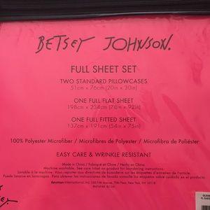 Betsey Johnson Bedding - Betsey Johnson Gleaming Gems & Skulls Full Sheets
